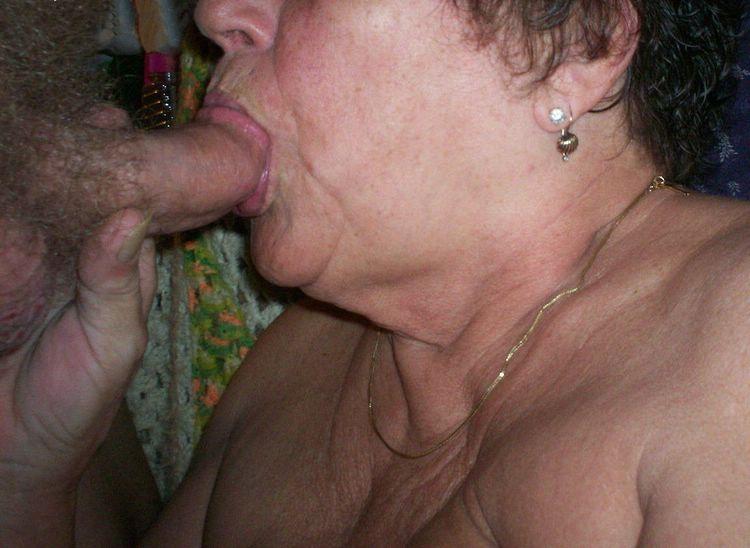 Жирная старуха сосет хуй фото