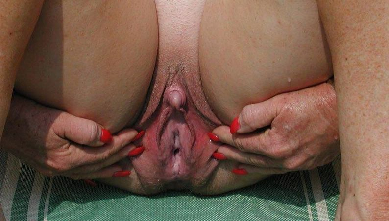 Milfs with huge dildo